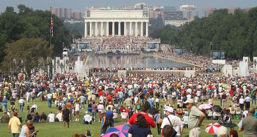 800px-Lincoln_Memorial_Reflecting_Pool_Restoring_Honor_Crowd